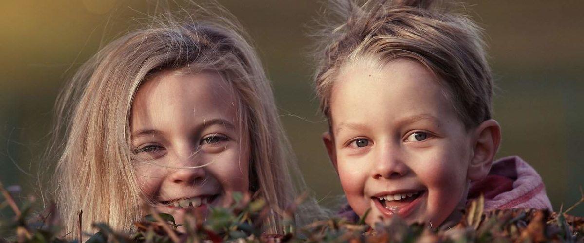 dobre zdjęcia dzieci w domu